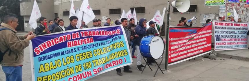 Plantón en Hialpesa contra cese colectivo.